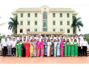 Một số hình ảnh trong buổi gặp mặt các thế hệ cán bộ viên chức nhân kỷ niệm 13 năm ngày thành lập Khoa Điện Tử.